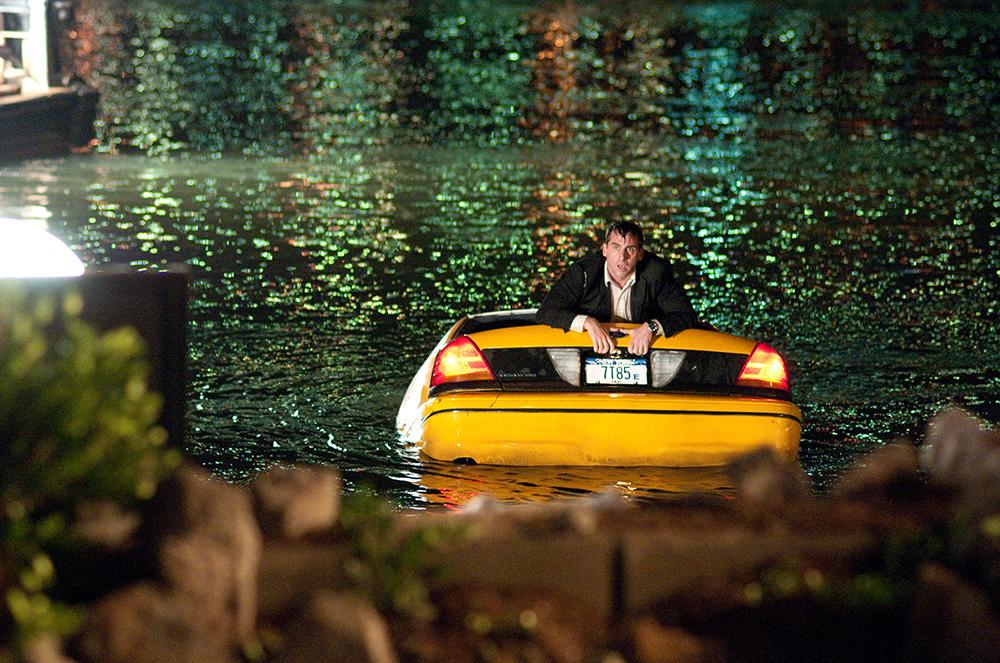 Kế hoạch cho đêm hẹn hò lãng mạn của Phil Foster và vợ đã chìm trong... biển nước.