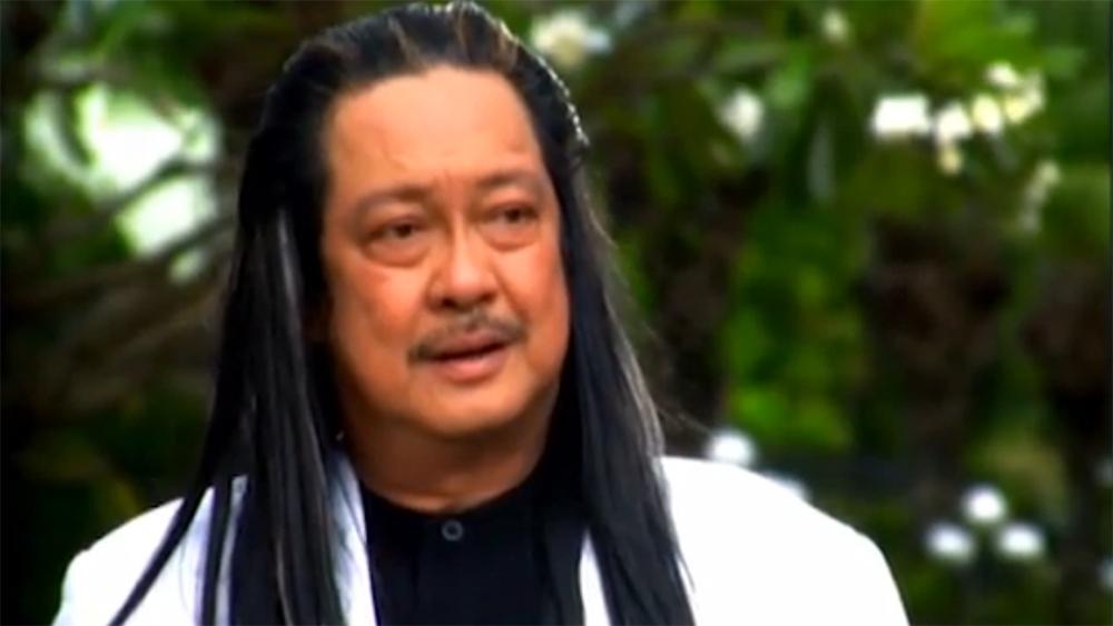 Ông bố giàu có luôn tìm cách ngăn cấm tình yêu của cô con gái với anh chàng cắt tóc vô danh.