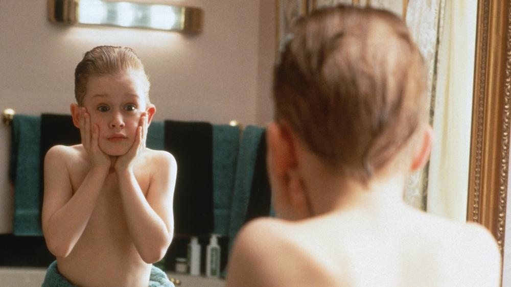 Cậu nhóc Kevin lém lỉnh đã bị gia đình bỏ quên ở nhà trong phim ''Home Alone''