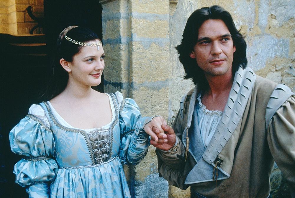 Nàng Lọ Lem bên cạnh hoàng tử Henry.