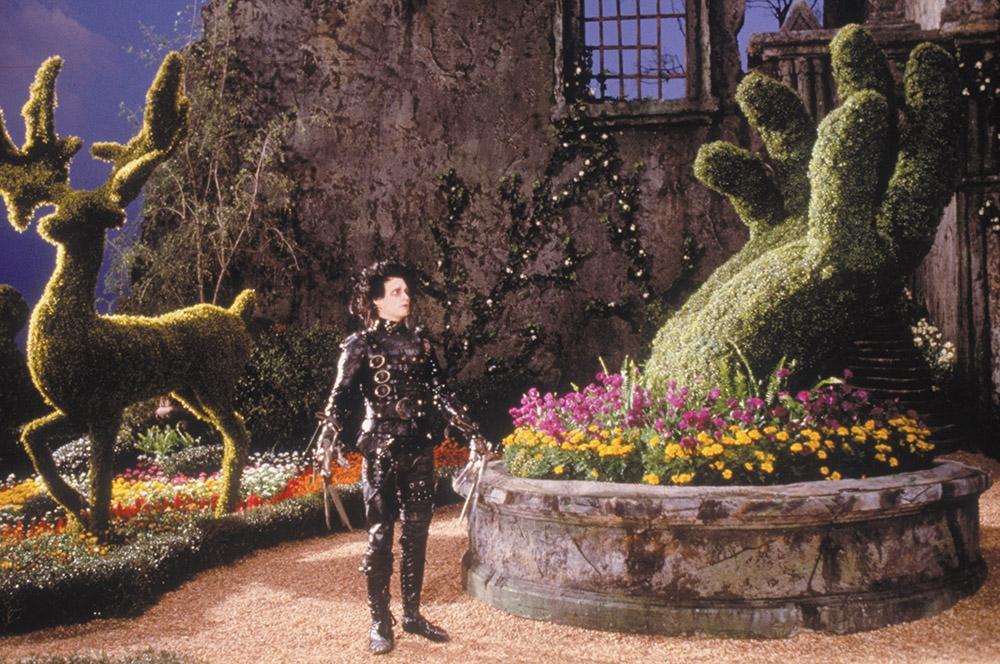Edward ''Tay Kéo'' luôn ao ước có được đôi tay như người bình thường.