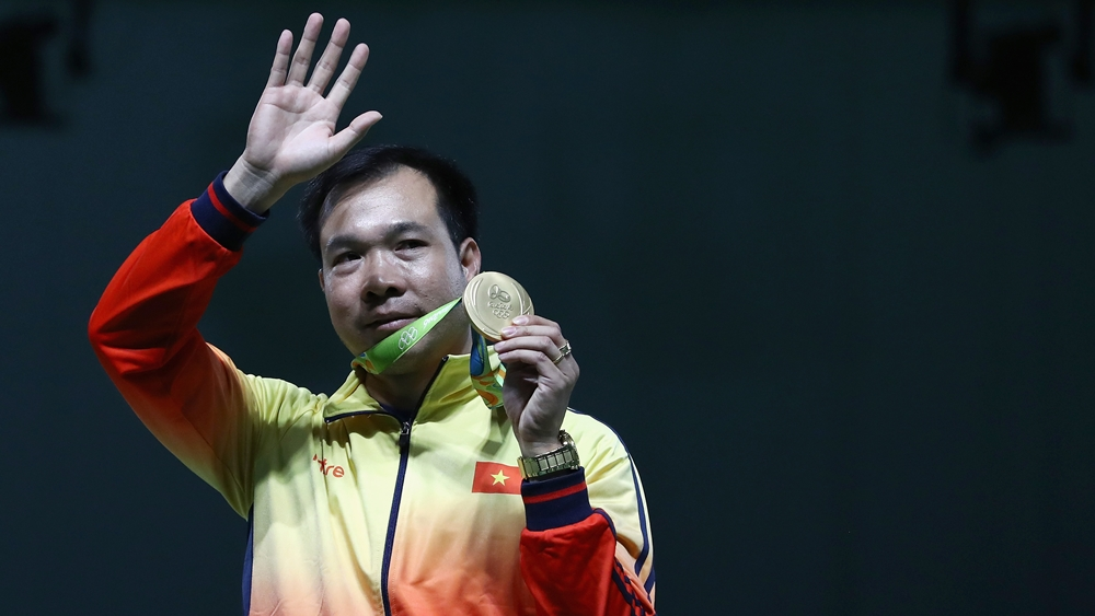 Xạ thủ Hoàng Xuân Vinh lập kỳ tích khi giành HCV môn bắn súng tại Olympic 2016.