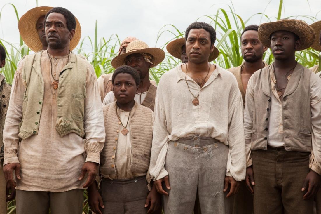 Muốn tồn tại, anh phải hoàn toàn quên đi quá khứ với cái tên Solomon và chấp nhận thân phận mới là người nô lệ Platt do tên buôn người đặt cho.