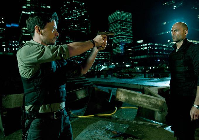 Viên cảnh sát hành động theo cảm tính Max Lewinsky có mối thâm thù lâu năm với tên tội phạm sừng sỏ Jake Sternwood, kẻ nhiều lần tẩu thoát khỏi vòng vây luật pháp và còn để lại một vết thương khó phai đối với Max.