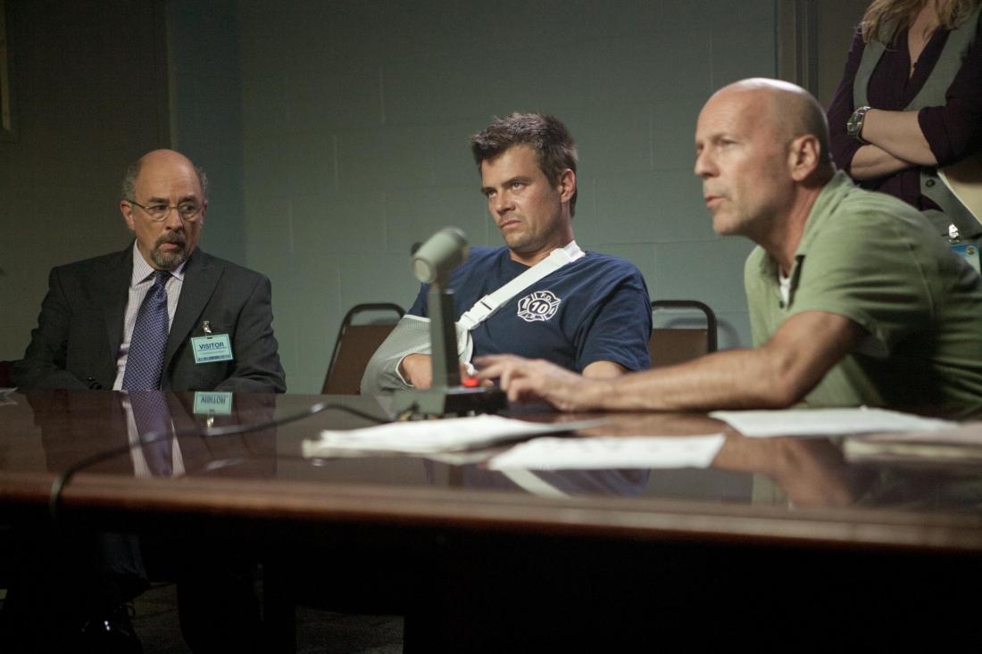 Phải làm chứng buộc tội tên trùm tội phạm Hagan, Jeremy được đưa vào chương trình bảo vệ nhân chứng dưới sự trông chừng của Cảnh sát Tư pháp Hoa Kỳ.