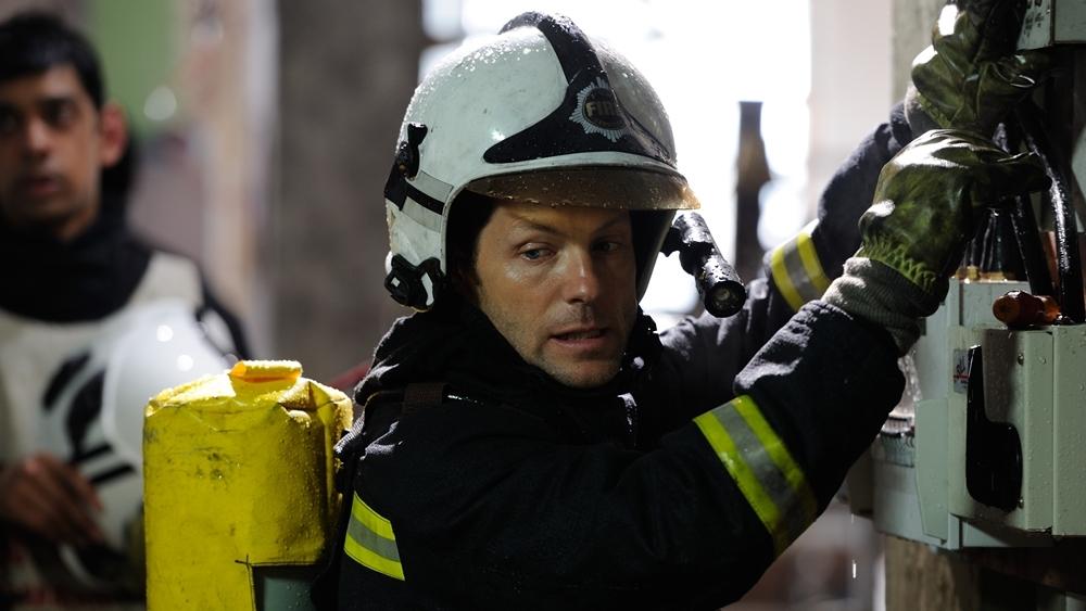 Kev Allison là một người đàn ông bình thường nhưng lại có một cuộc sống phi thường... Với cương vị đội trưởng đội cứu hỏa tinh nhuệ ''White Watch'' trong phim ''The Smoke''