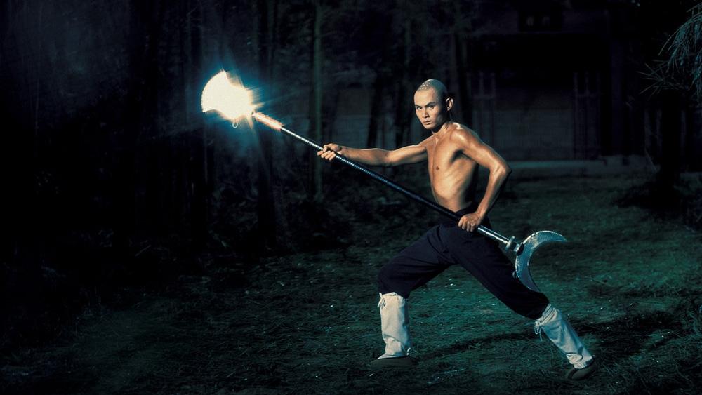 ''The 36th Chamber Of Shaolinbieejxoay quanh thiền sư Tam Đức cùng thời gian nghiên cứu và sử dụng nhuần nhuyễn loại vũ khí mới là Côn Tam Khúc tại Thiếu Lâm tự.