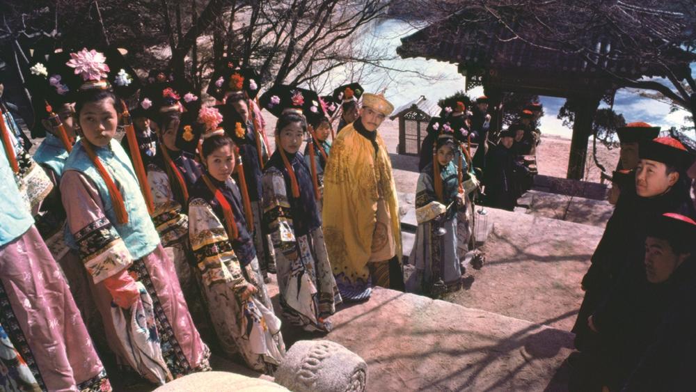 ''The Adventures Of Emperor Chien Lung'' nằm trong loạt phim về vị Hoàng đề tài hoa nhất của Thanh triều - Càn Long Hoàng Đế.
