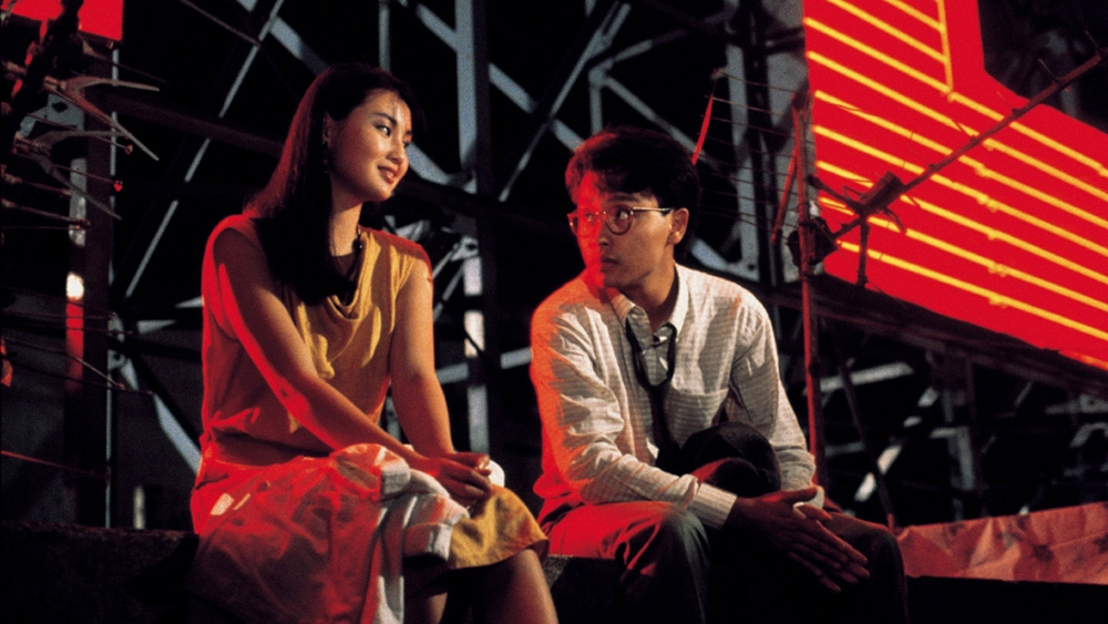 Paul bị trúng ''tiếng sét ái tình'' với Monica nhưng nàng vẫn chưa dứt khỏi tình xưa trong phim ''Behind The Yellow Line''
