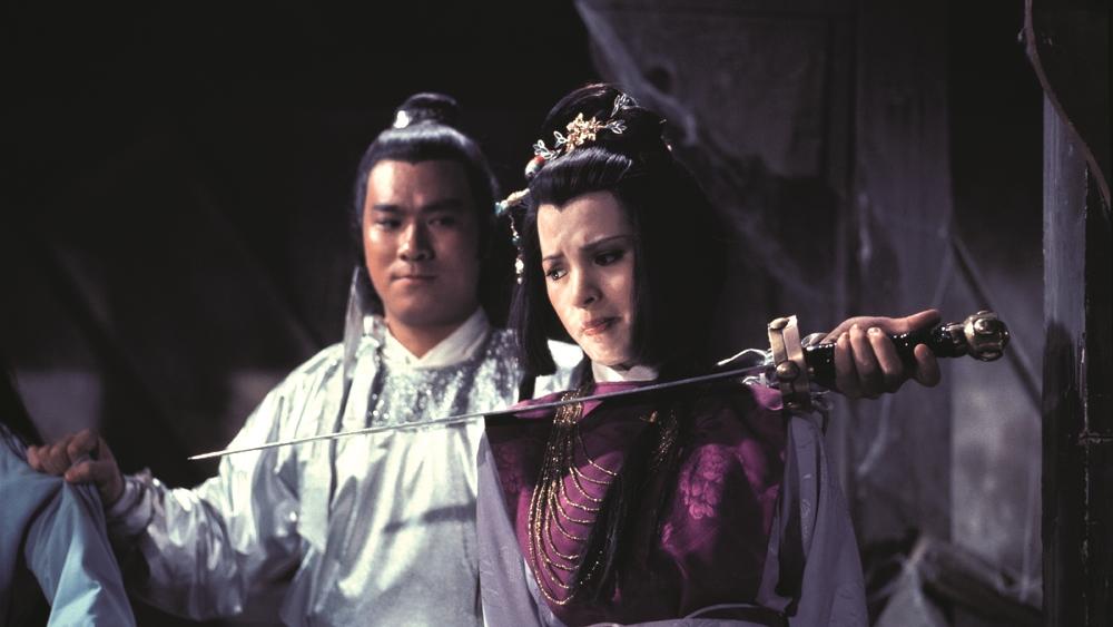 Trên đường đuổi theo dấu vết phu quân, Hoàng Dung vô tình rơi vào tay Âu Dương Phong.