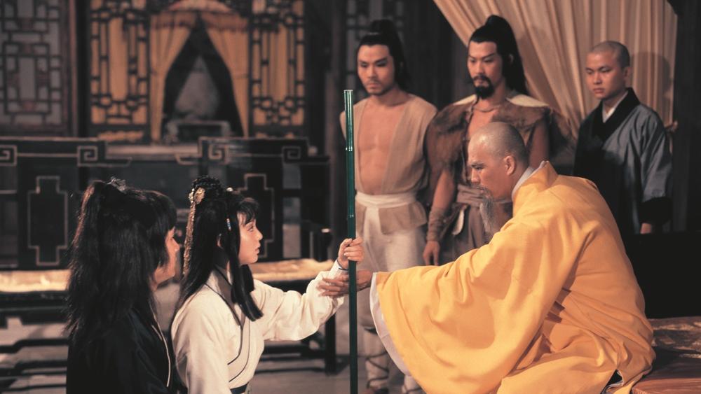 Anh Cô vì muốn trả thù Nhất Đăng đại sư nên chỉ đường cho Quách Hoàng hai người tới chỗ người nhờ chữa thương.