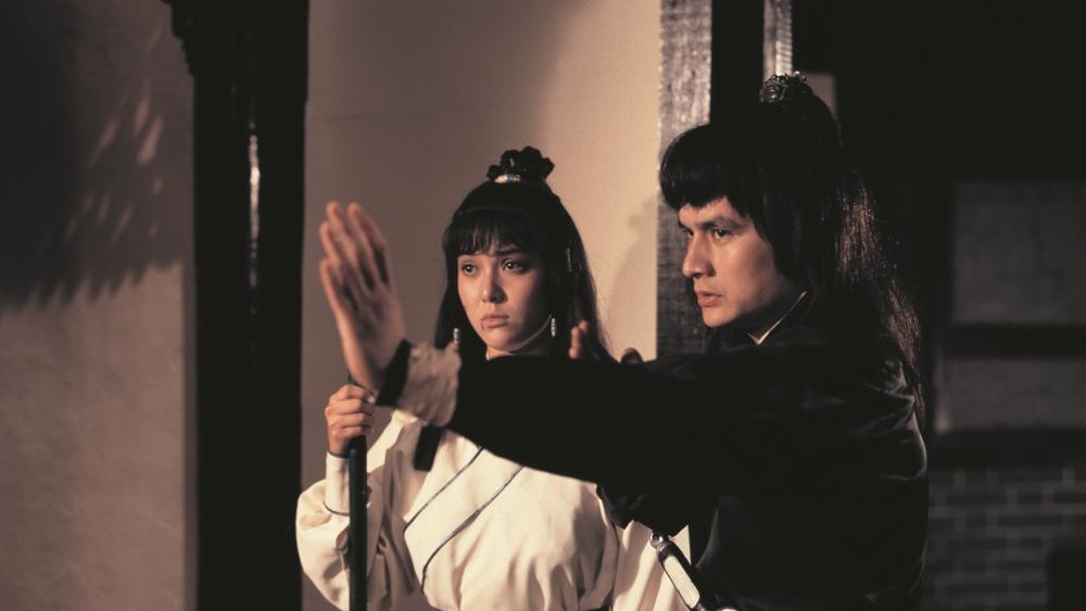 Tại buổi họp mặt của Cái Bang, Quách Tĩnh và Hoàng Dung đã vạch trần âm mưu của Thiếu Chưởng Bang và triều đình nhà Thanh.
