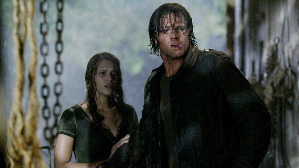 Sau sự mất tích của em gái, Clay quyết lần theo dấu vết để vén bức màn bí mật bao trùm khu vực này.