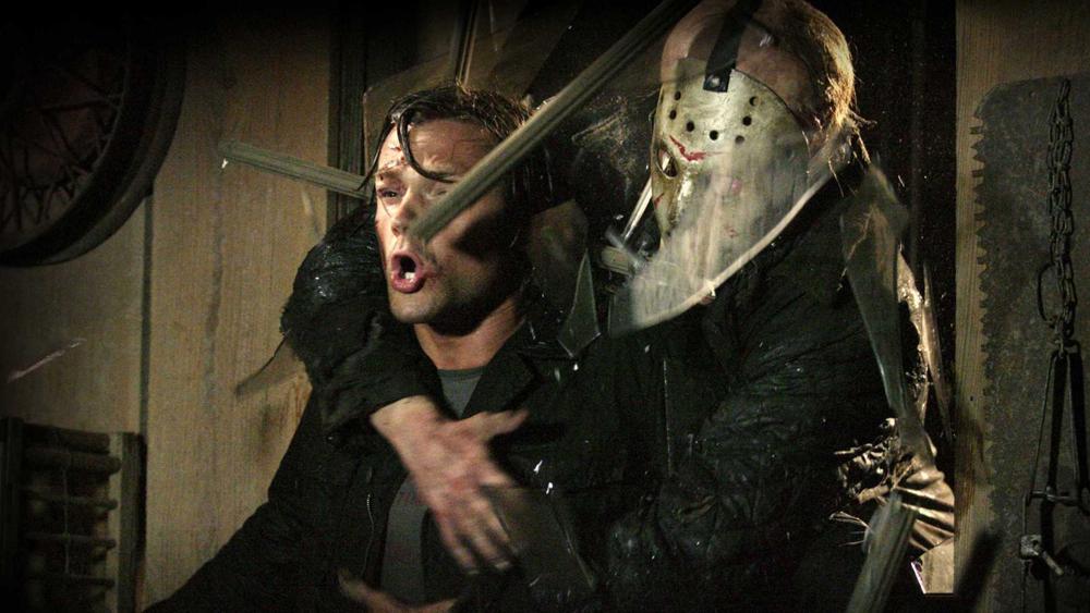 Thế nhưng chẳng ai biết được rằng mình sẽ phải đối mặt với tên sát nhân khát máu Jason Vorhees.