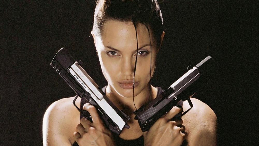 Lara Croft là một nhà thám hiểm gợi cảm, được sinh ra trong một gia đình giàu có.