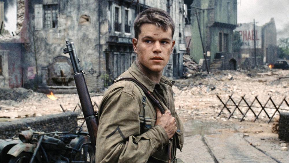 Chàng lính trẻ James Ryan thuộc đội nhảy dù đang bị kẹt trong căn cứ địch.