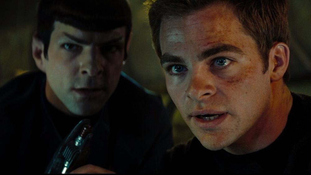 Trong chuyếndu hành trên con tàu U.S.S. Enterprise, có hai người đàn ông với tính cách đối lập là James Tiberius Kirk và Spock.