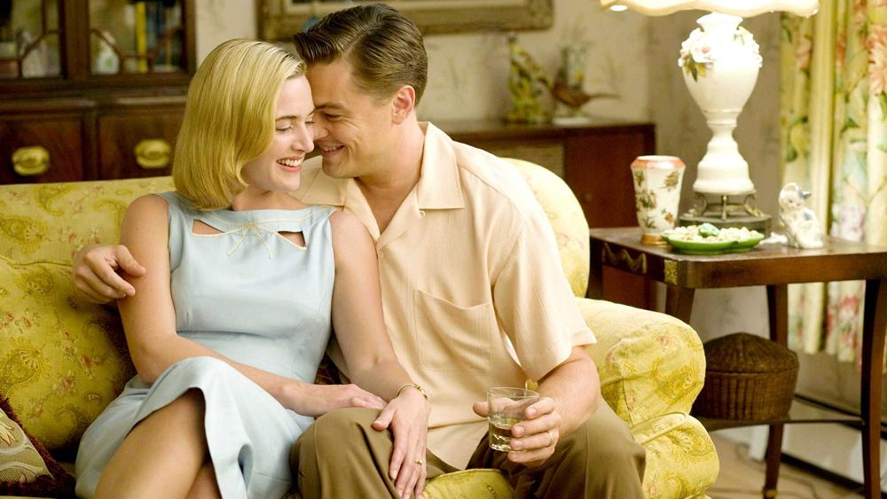 Đôi vợ chồng trẻ nhà Wheeler cố gắng tìm kiếm sự hoàn thiện theo xu hướng đi lên của thời đại trong phim ''Revolutionary Road''