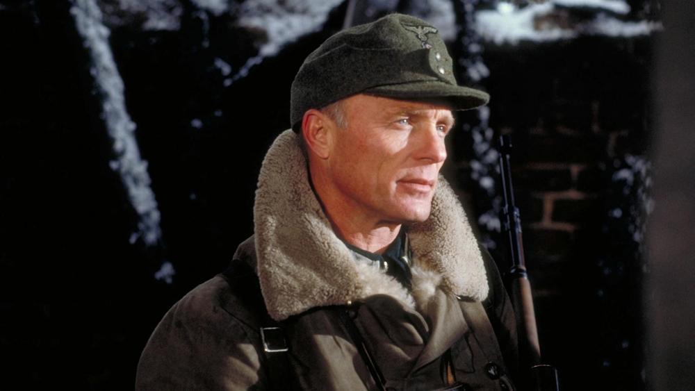 Trước tình hình đó, Bộ chỉ huy Đức phái Thiếu tá Erwin König - xạ thủ bắn tỉa nổi tiếng - tới Stalingrad để tìm cách triệt hạ Vassili.