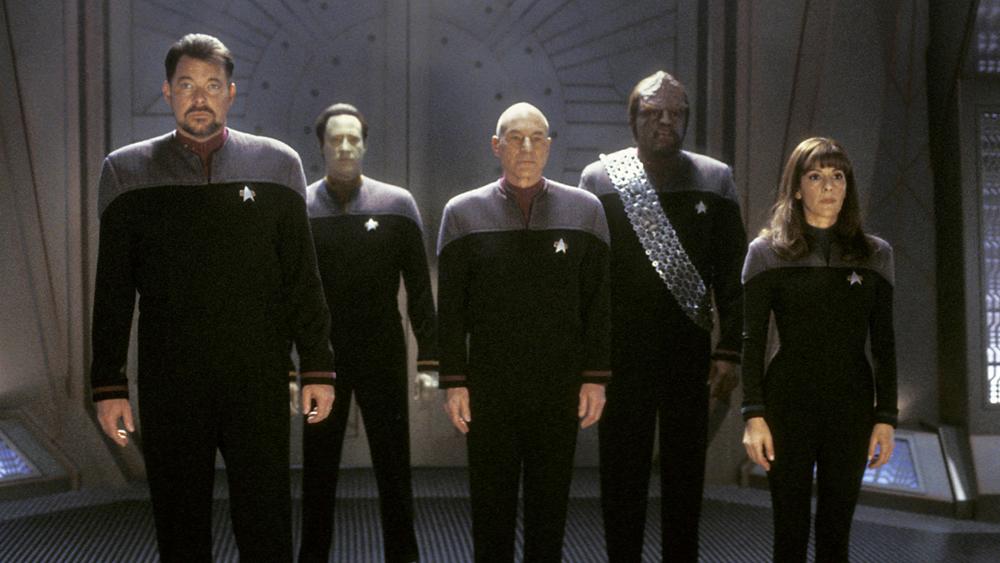 Tàu Enterprise cùng thuyền trưởng Jean-Luc Picard nhận được một lời đề nghị hiệp ước hòa bình từ phía người Romulan.