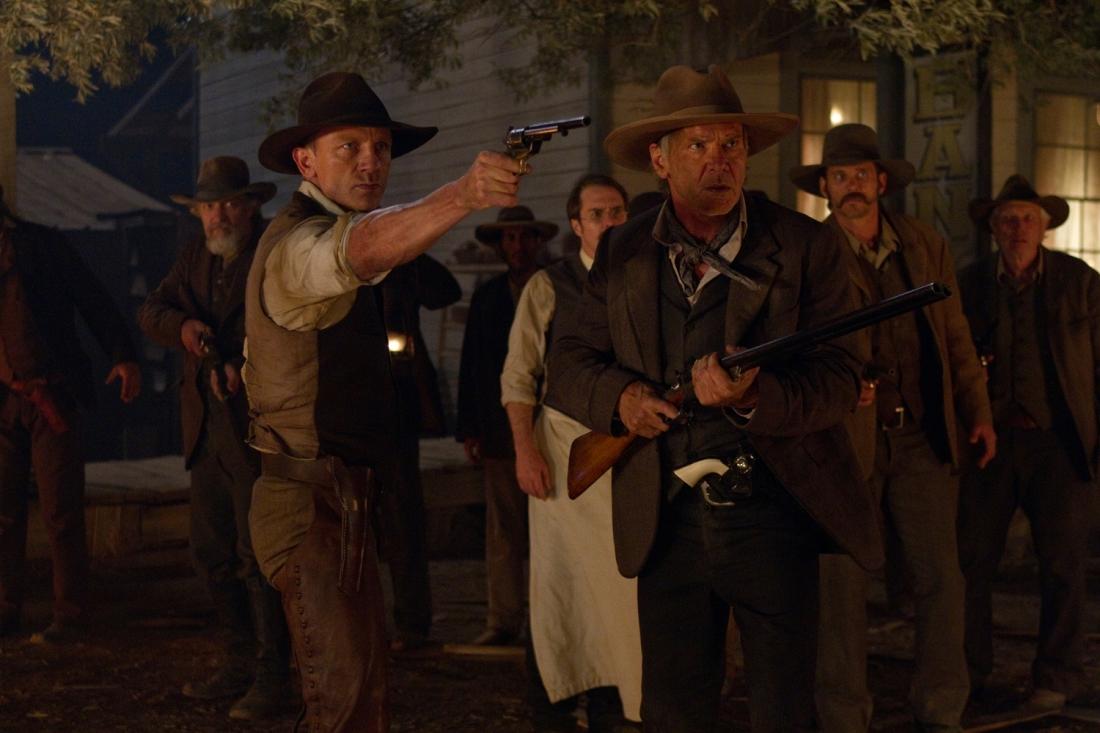 Một cảnh trong phim ''Cowboys & Aliens''.