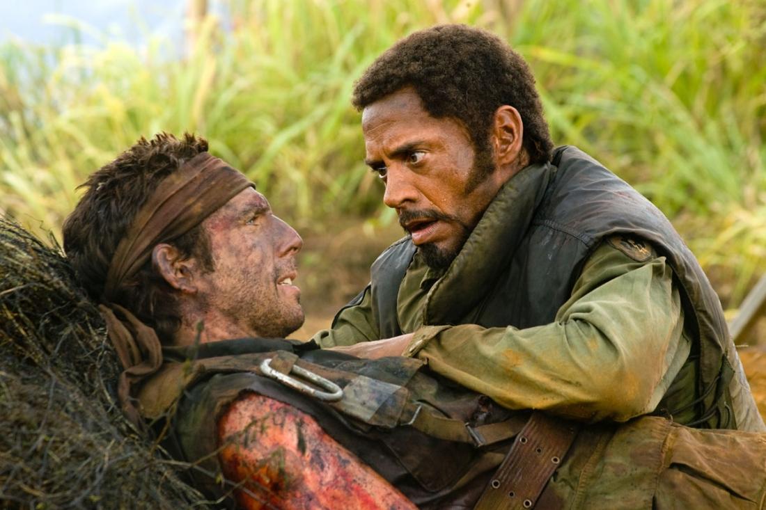 Ben Stiller trong vai Tugg Speedman và Robert Downey Jr. trong vai Kirk Lazarus.