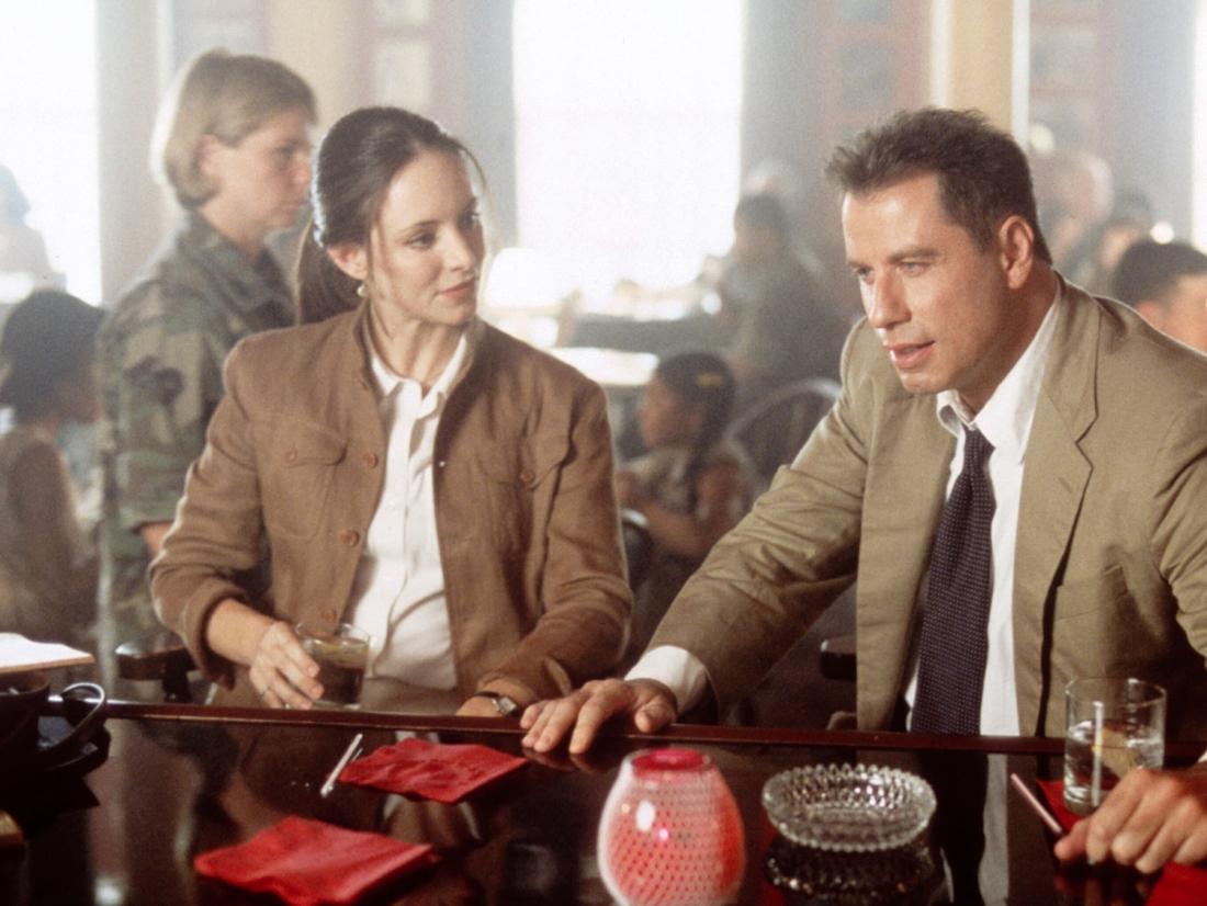 Điều tra viên quân sự Paul Brenner và cộng sự Sara Sunhill.
