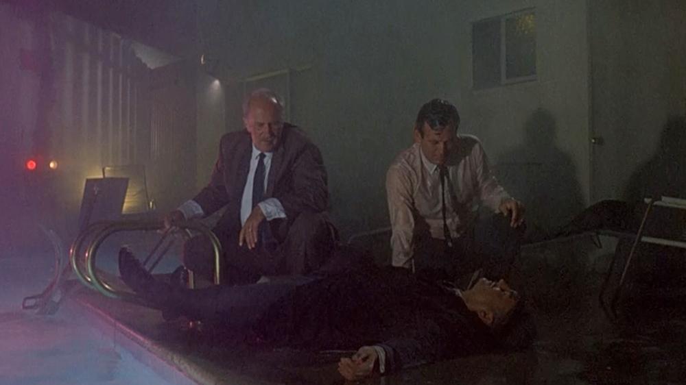 Thanh tra Tom Valens vô tình bắn chết một người đàn ông bí ẩn trong phiên tuần tra khu vực nhưng hóa ra đấy lại là một bác sĩ chưa từng có tiền án.
