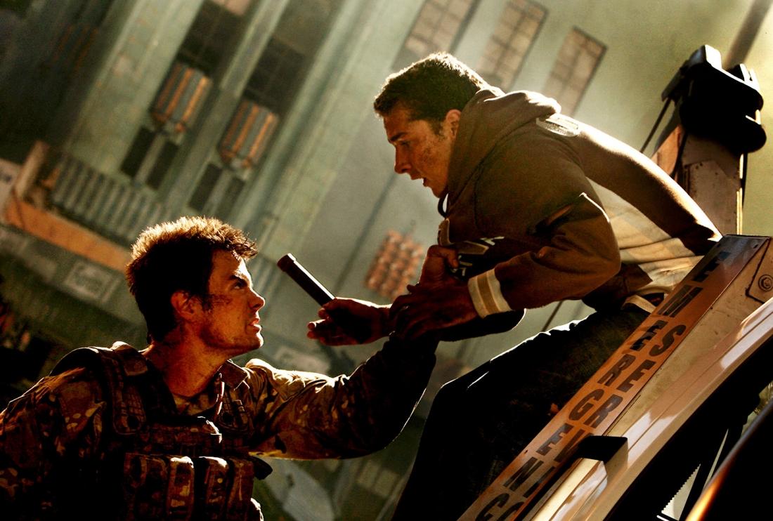 Sam Witwicky (Shia LaBeouf) trong một cảnh phim ''Transformer''.