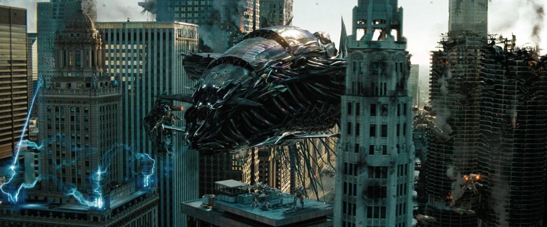 Nội dung chính của ''Transformers: Dark Of The Moon'' vẫn là cuộc chiến giữa hai phe robot Autobots và Decepticons, với sự xuất hiện của những nhân vật mới như Shockwave, Sentinel Prime hay Soundwave.