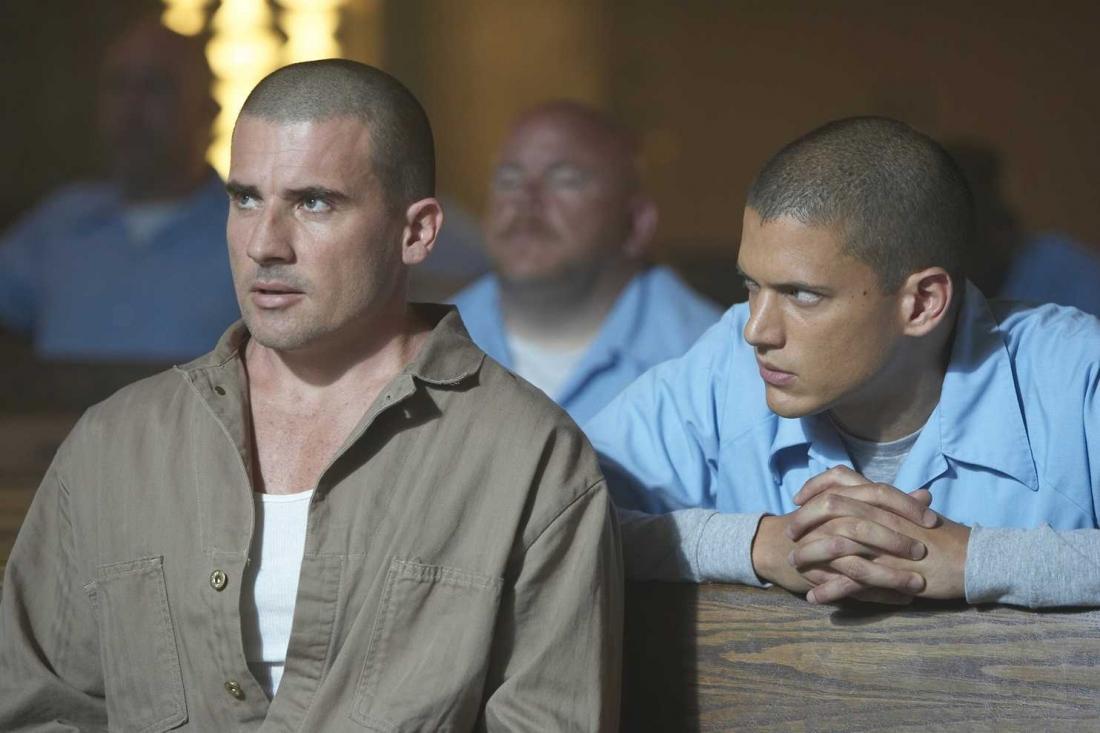 Tin rằng anh trai mình vô tội, chàng kỹ sư điển trai và thông minh Michael Scofield tìm cách... vào tù và giúp Lincoln vượt ngục.