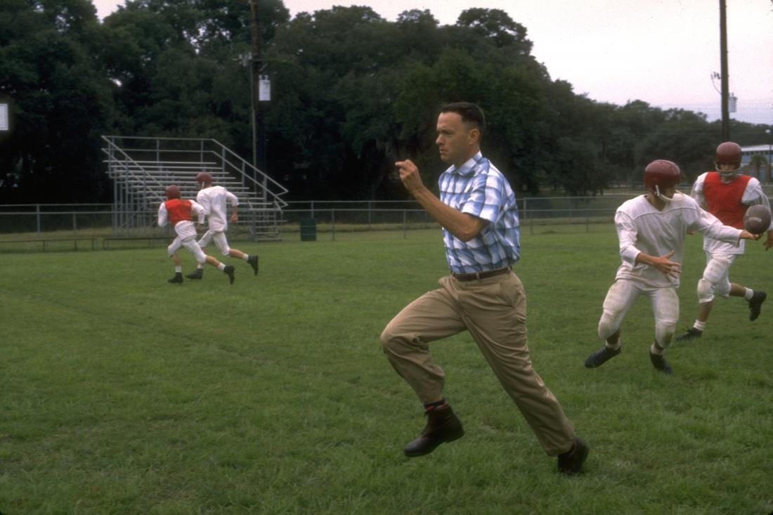 Forrest Gump đột nhiên trở thành ngôi sao của đội bóng bầu dục trường đại học Alabama.