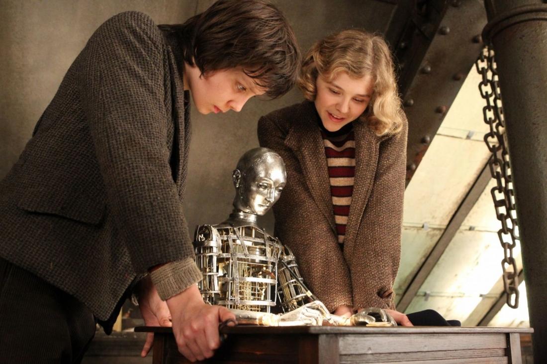 Hugo và cô bạn gái thân thiết Isabelle.