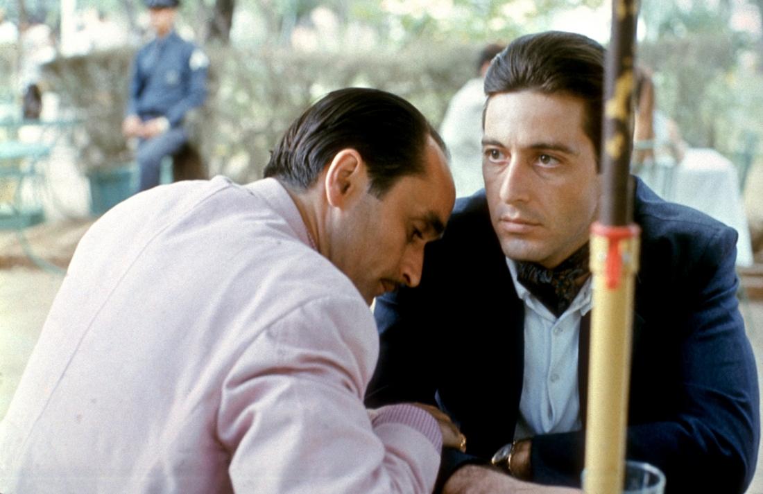 Michael bỗng trở thành cái gai trong mắt nhiều người - bao gồm cả đối tác là gã tài phiệt Do Thái Hyman Roth.