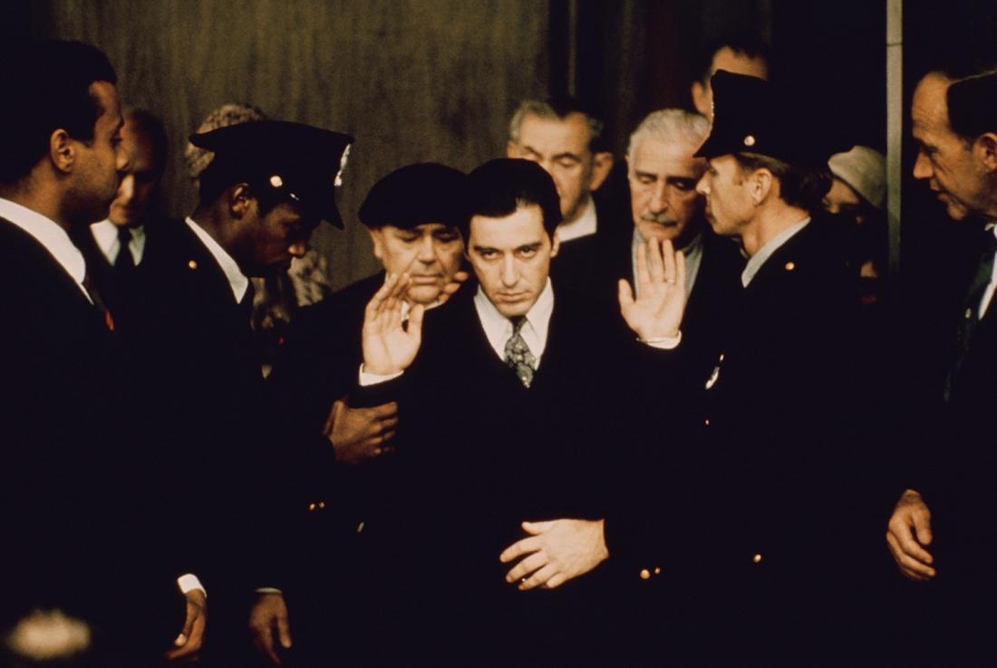 ''The Godfather: Part II'' là câu chuyện về gia đình mafia Corleone tiếp tục khi Michael lên làm ông trùm và âm mưu mở rộng địa bàn sang Las Vegas lẫn Cuba.