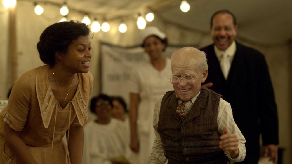 Số phận bi thảm khiến Benjamin sinh ra dưới hình hài của một ông lão trong phim ''The Curious Case Of Benjamin Button''