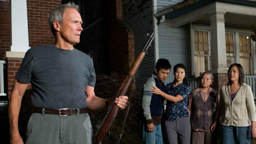 Tuy nhiên, khi thấy hai anh em Thao và Sue bị bắt nạt thì ông sẵn sàng đứng gia giải vây cho họ.