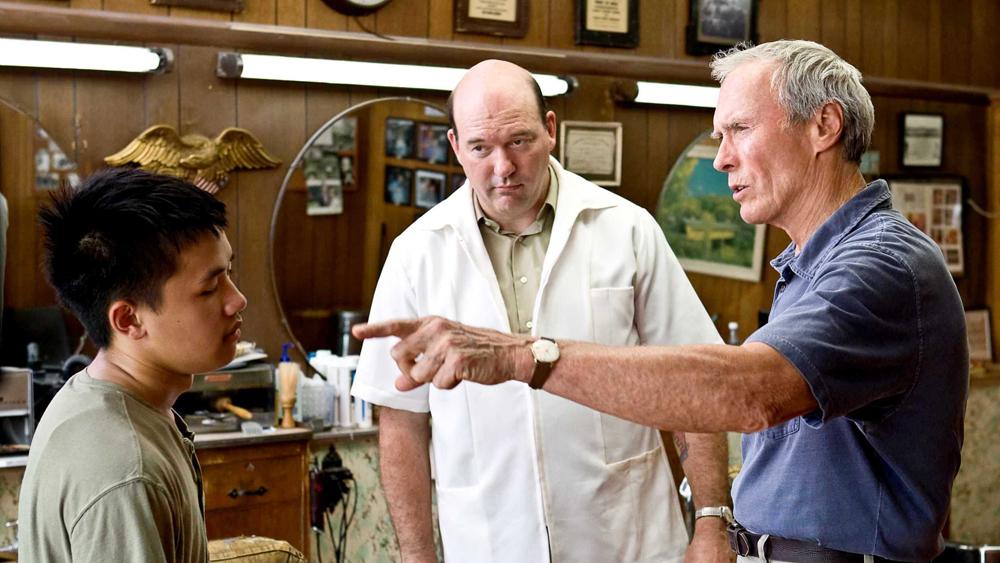 Walt Kowalski là một cựu binh từng tham chiến tại Triều Tiên và dần trở nên gàn dở, kì thị những người hàng xóm gốc Châu Á khi về già trong phim ''Gran Torino''