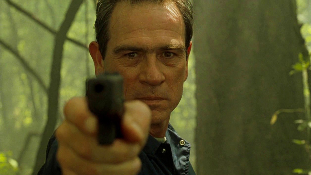 Phó cảnh sát trưởng Samuel Gerard đang thực hiện nhiệm vụ áp tải tù nhân nhưng không may gặp tai nạn khiến tên tội phạm Mark Sheridan thừa cơ tẩu thoát.