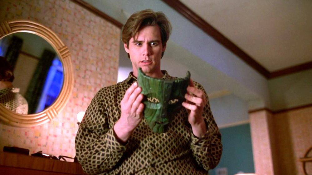 Stanley Ipkiss là một nhân viên ngân hàng bình thường, có cuộc sống hoàn toàn bị đảo lộn từ sau khi tìm được chiếc mặt nạ kì lạ trong phim ''The Mask''