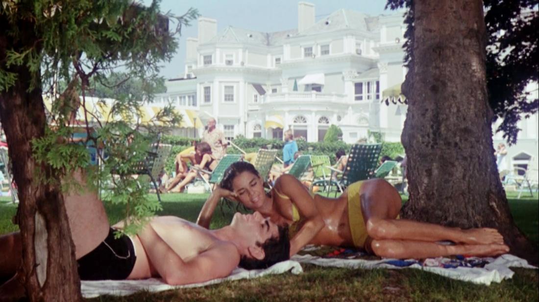 Cặp tình nhân Neil Klugman và Brenda Patimkin tình cỡ gặp gỡ và bị thu hút bởi nhau.