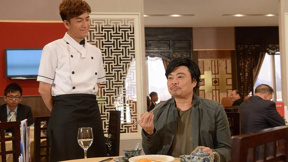 Dương Đắc Cơ là chàng đầu bếp lười biếng, thích tán gái nhưng lại nung nấu ước mơ trở thành thám tử tư.