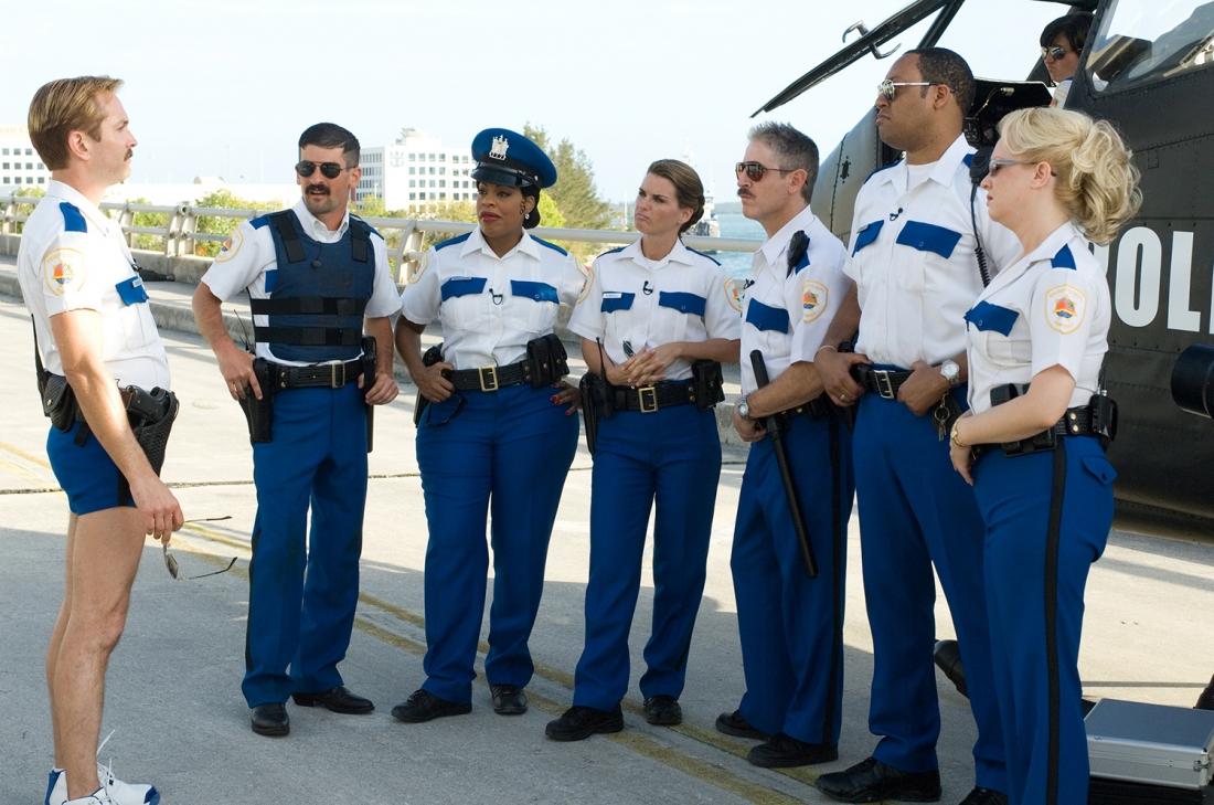 Nhóm cảnh sát Reno 911 hậu đậu tới bãi biển Miami để tham dự một cuộc họp của lực lượng cảnh sát quốc gia.