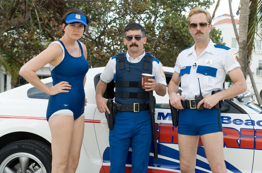 Các nhân vật Trudy Wiegel, Travis Junior và Jim Dangle trong phim ''Reno 911!: Miami''.