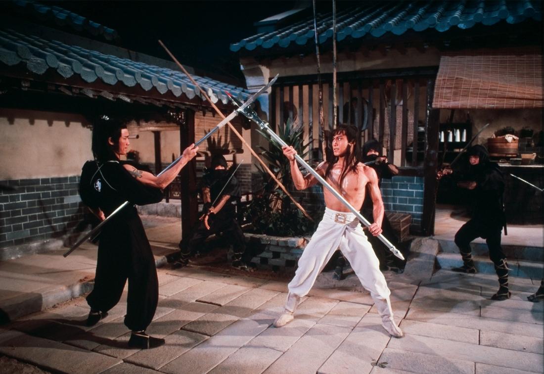 Khang trại chủ thách thức bang chủ Viên Tăng tỉ thí nhằm giành được chức minh chủ võ lâm.