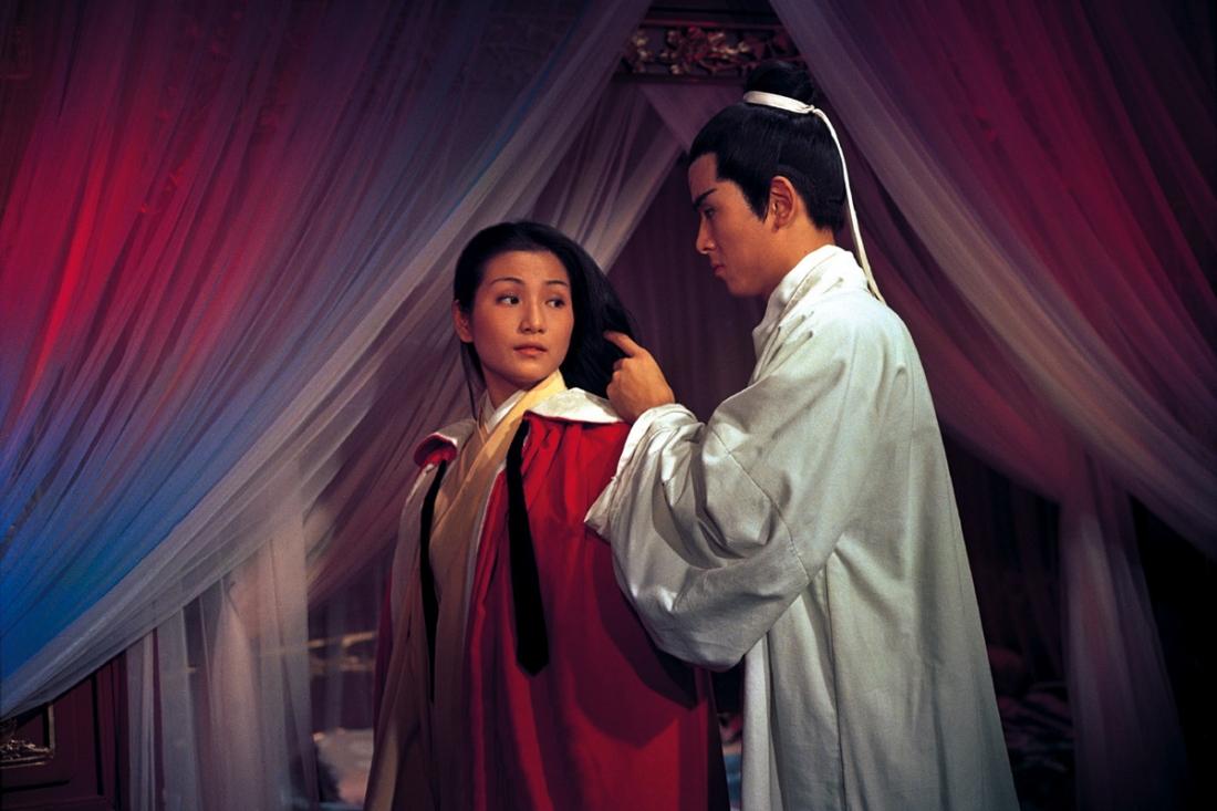 Ngân Ưng thầm yêu Kim Yến Tử và cố tìm cách để dụ cô đến tìm anh.