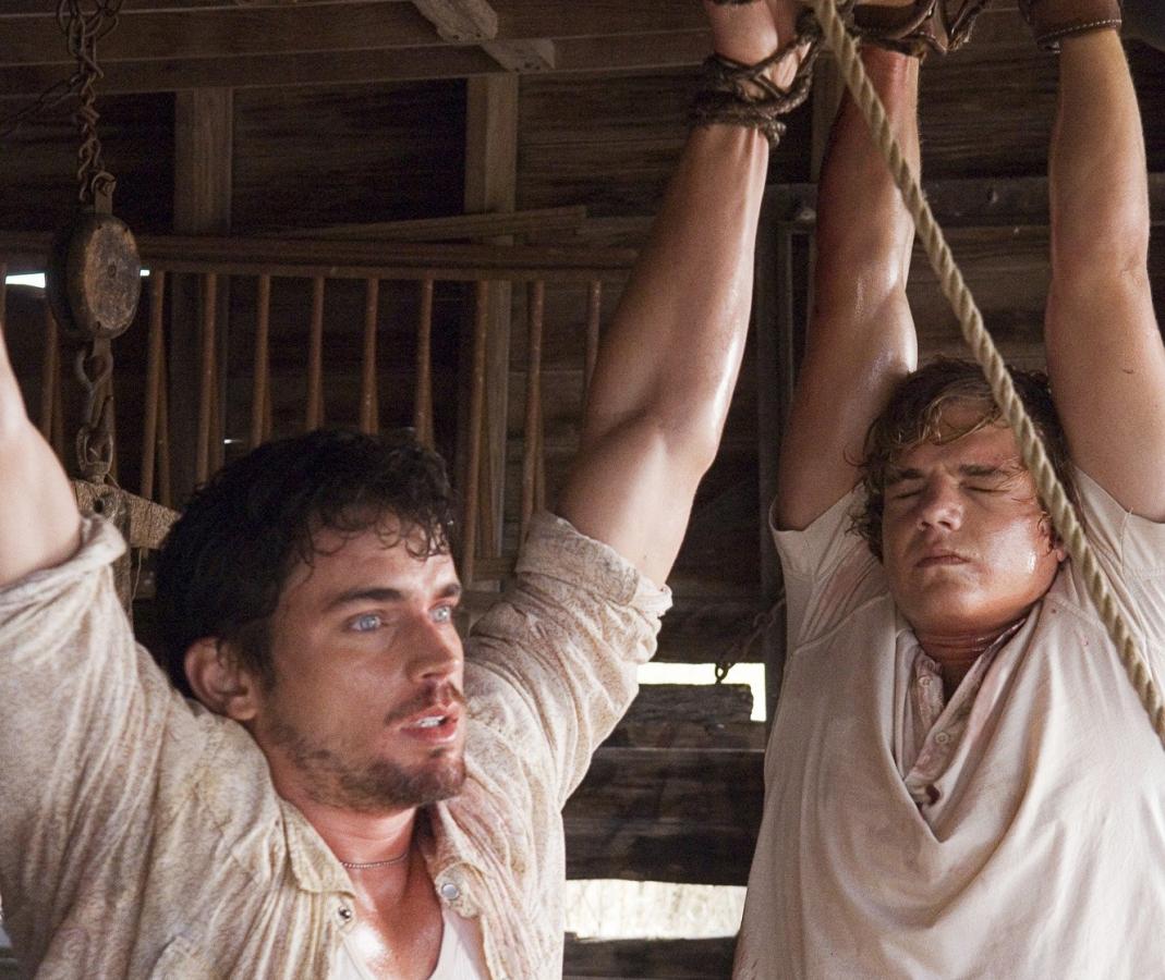 Eric và Dean bị treo lên và hành hạ một cách dã man.