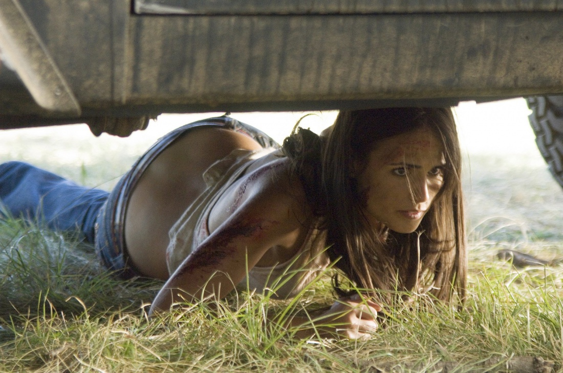 Jordana Brewster trong vai Chrissie.