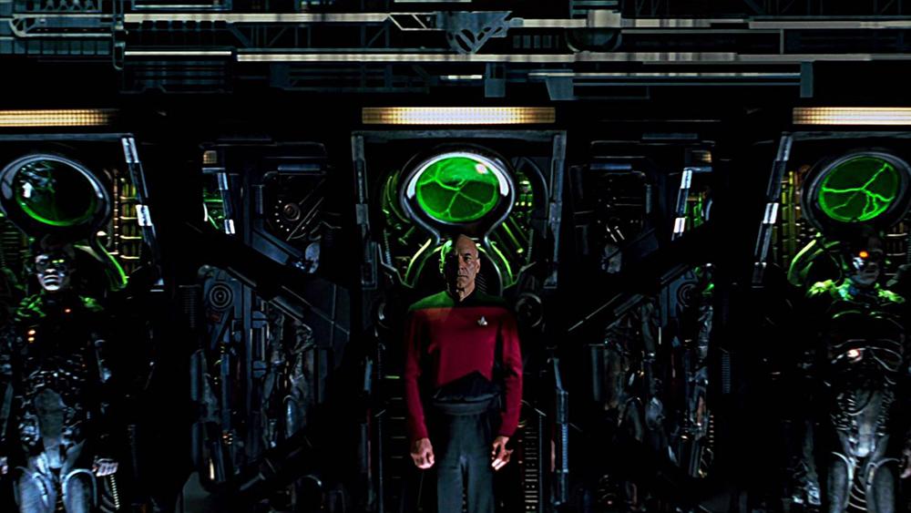 Tuy nhiên khi thấy Federation sắp thất trận, Picard lờ đi mệnh lệnh và chỉ huy hạm đội đi cứu viện.