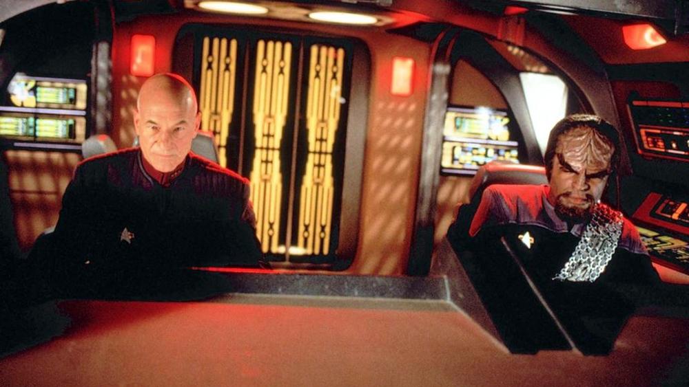Thuyền trưởng Picard gặp tướng Dougherty, người ra lệnh cho ông phải ngừng mọi việc lại, thậm chí bằng cách tiêu diệt Data...
